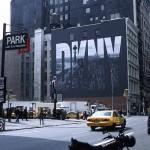 Text DKNY auf Haus